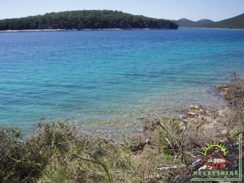Građevinsko zemljište pov. 865 m2, otok Molat (Brgulje), 50 metara od mora