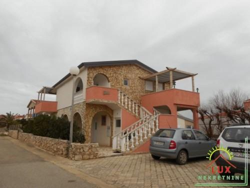 Samostojeća kuća, katnica, pov. 220 m2, STAN I 4 APARTMANA, otok Vir (Lučica)