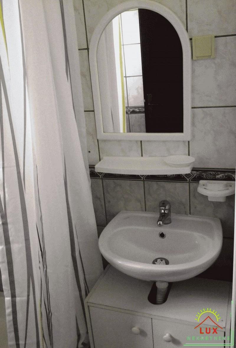 samostojeca-kuca-katnica-pov-220-m2-stan-i-4-apartmana-otok-vir-lucica-14.jpeg