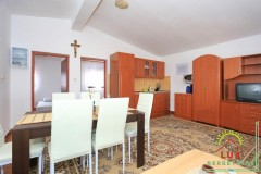 samostojeca-kuca-pov-300-m2-sa-4-apartmana-katnica-otok-vir-lucica-11.jpeg thumbnail