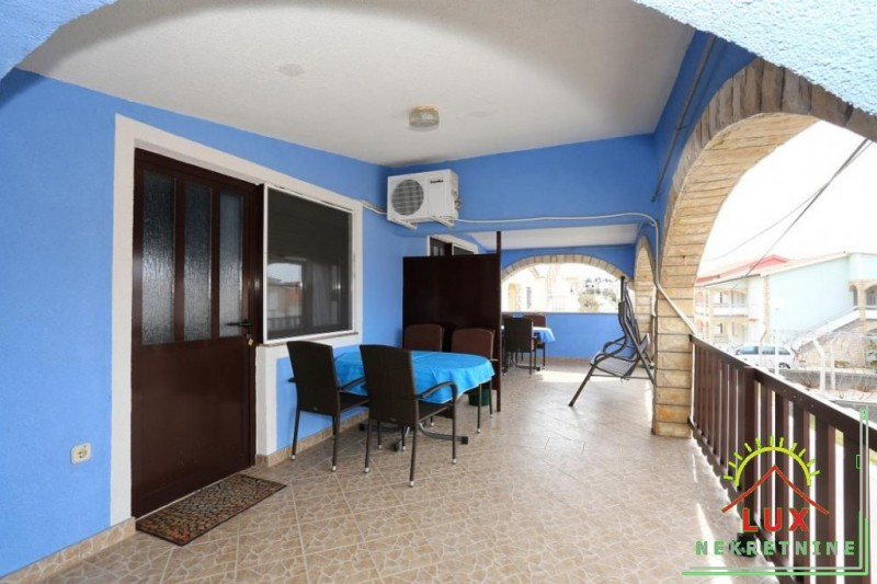 samostojeca-kuca-pov-300-m2-sa-4-apartmana-katnica-otok-vir-lucica-13.jpeg