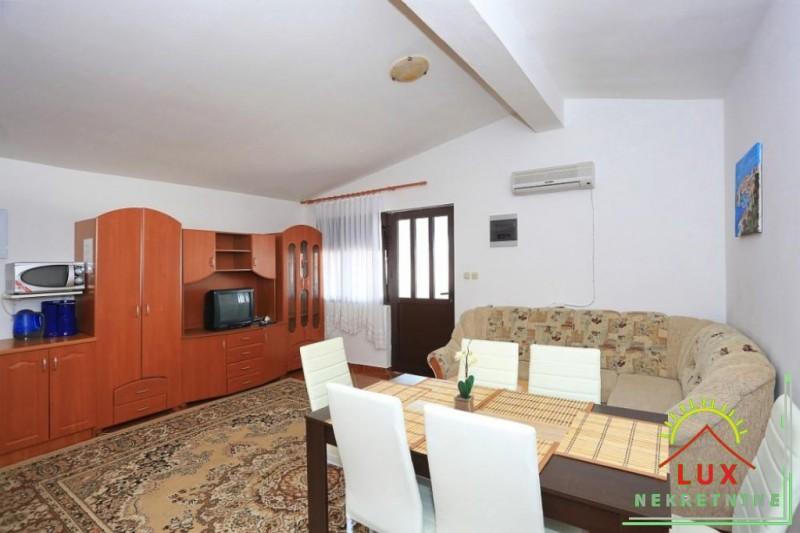 samostojeca-kuca-pov-300-m2-sa-4-apartmana-katnica-otok-vir-lucica-6.jpeg