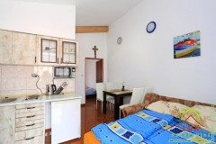samostojeca-kuca-pov-300-m2-sa-4-apartmana-katnica-otok-vir-lucica-8.jpeg thumbnail