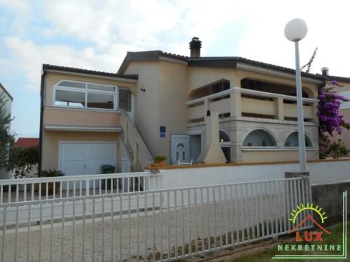 Samostojeća kuća/vikendica, katnica, pov. 190 m2, otok Vir (Lučica)