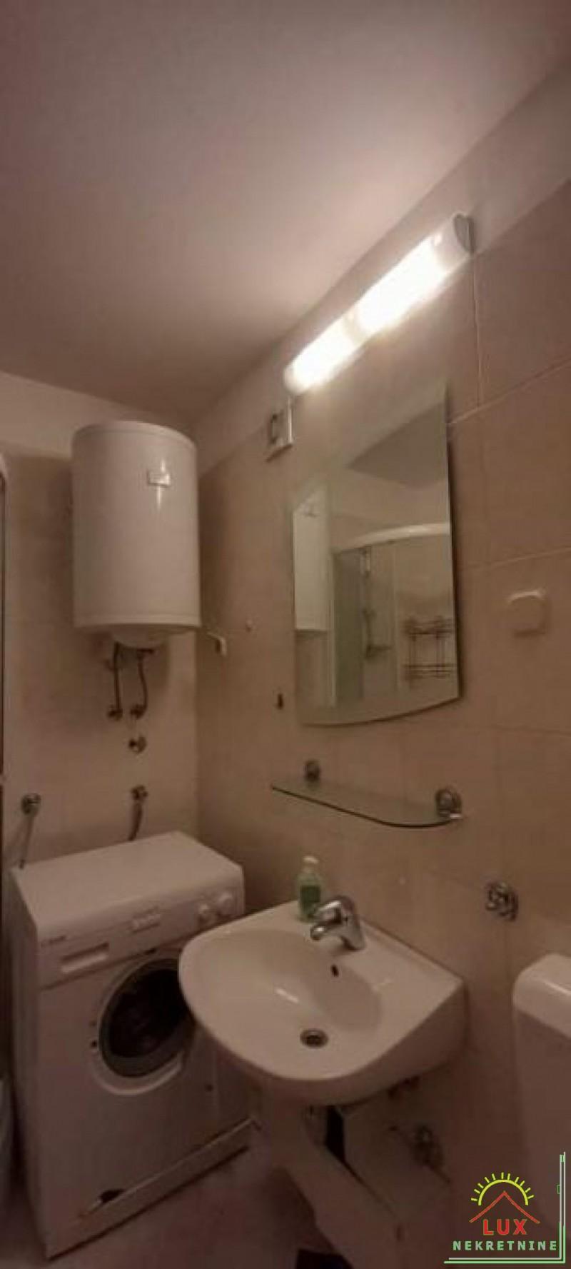 stan-u-zgradi-bez-lifta-pov-56-m2-dvosoban-zadar-vostarnica-14.jpeg