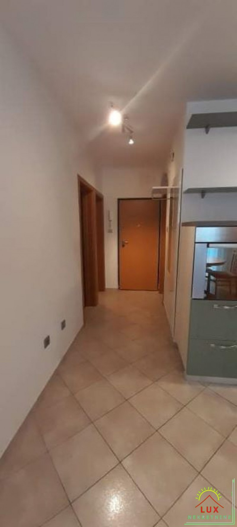 stan-u-zgradi-bez-lifta-pov-56-m2-dvosoban-zadar-vostarnica-9.jpeg